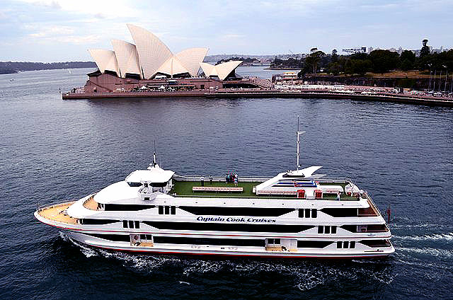 MV Sydney 2000, with the Sydney Opera House in the background. (By Bahnfrend - Own work, CC BY-SA 3.0, https://commons.wikimedia.org/w/index.php?curid=24290393). The photo quality is enhanced by Xelexi.com