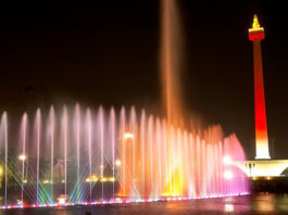 monas-at-night