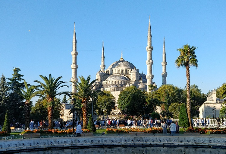 blue-mosque-istanbul-daytime