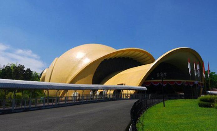 keong-emas-tmii-imax-theatre