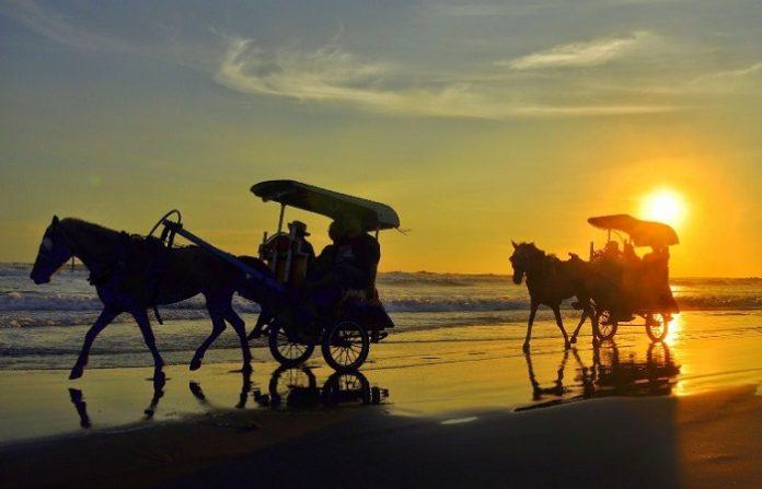 Pantai-Parangtritis-Beach