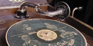 antique-schell-corner-plate