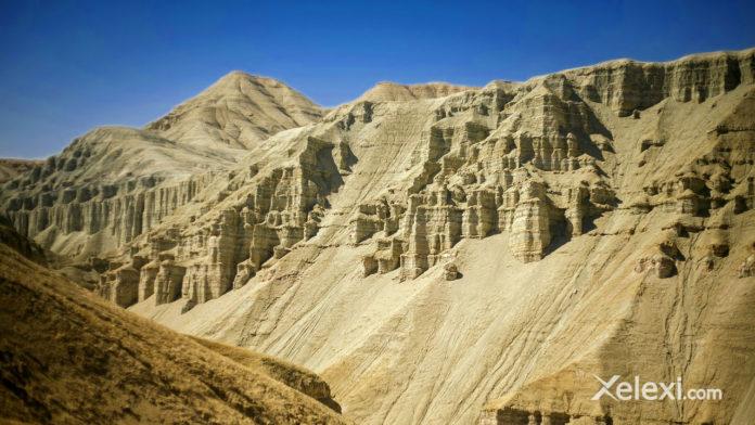 trips-charyn-canyon-almaty-kazakhstan